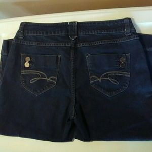 Hillard & Hanson Size 6 Dark Wash Blue Jean Capri